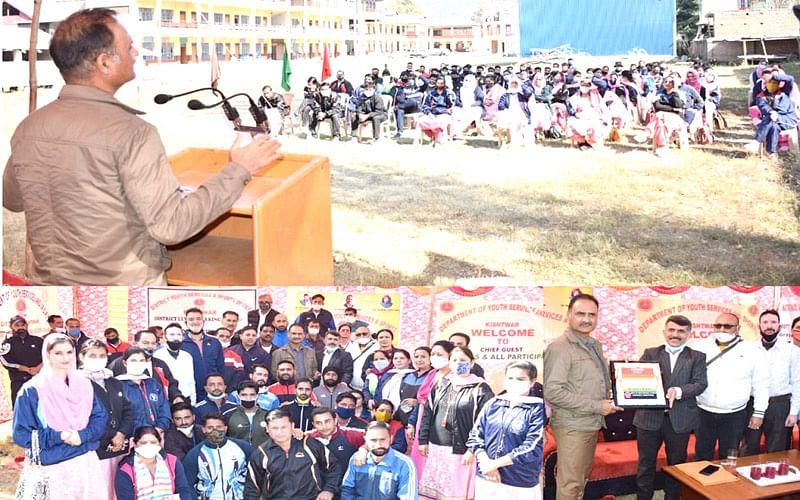 DGYSS reviews departmental activities in Kishtwar