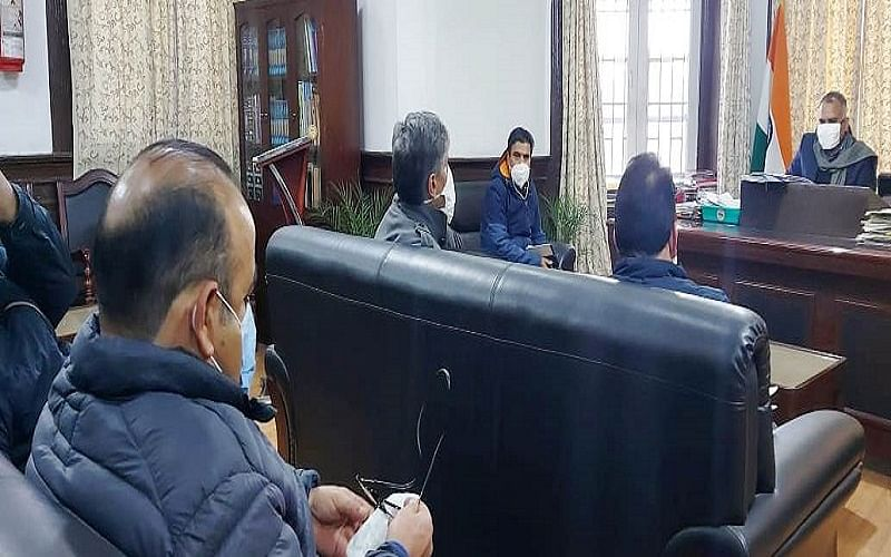 Div Com reviews land acquisition in Dal, Nigeen lakes