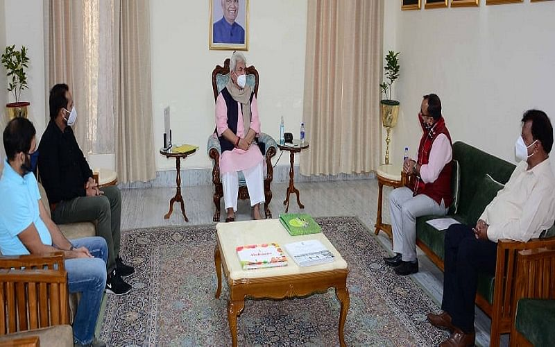 Ex-ministers, others call on LG Sinha