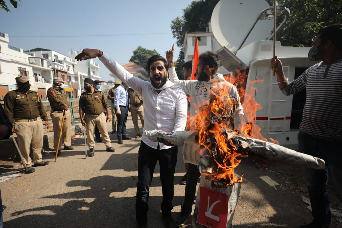 ABVP, NC workers in angry face-off after Farooq Abdullah's effigy burnt in Jammu