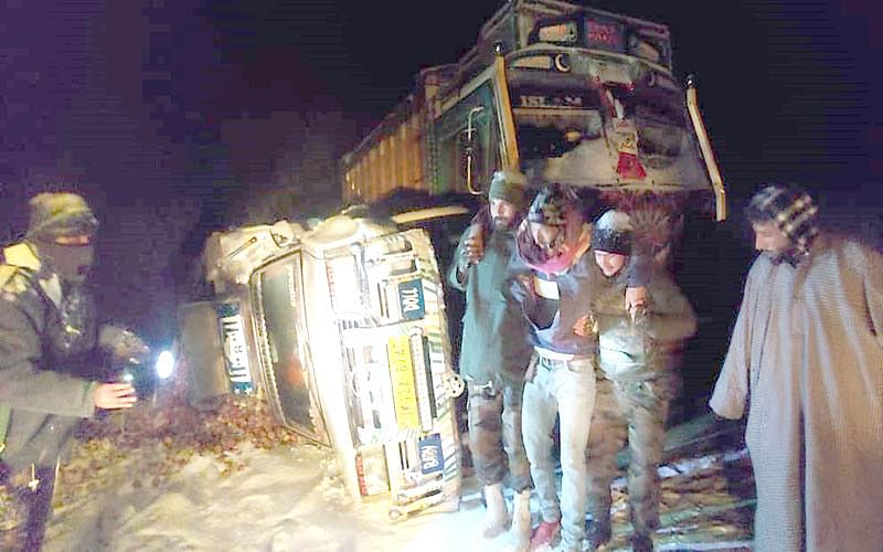 19 trapped passengers rescued from Mughal Road