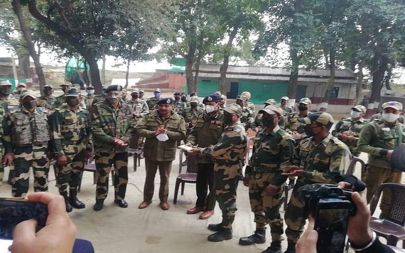 DGP visits Arnia border in Jammu