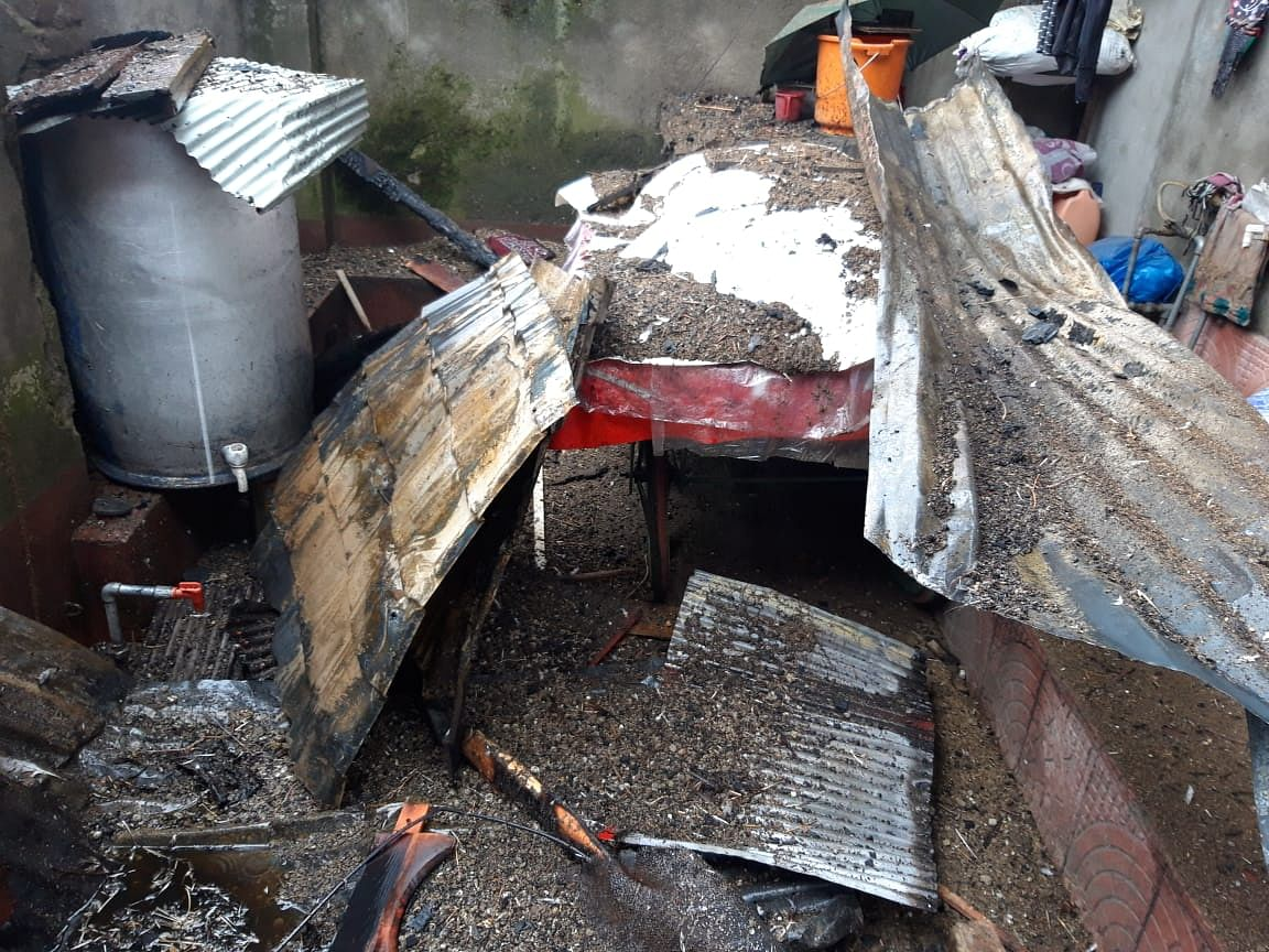 Fire reduces three houses to rubble in north Kashmir's Bandipora