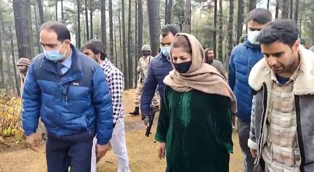 Mehbooba Mufti visits Pahalgam to meet nomads
