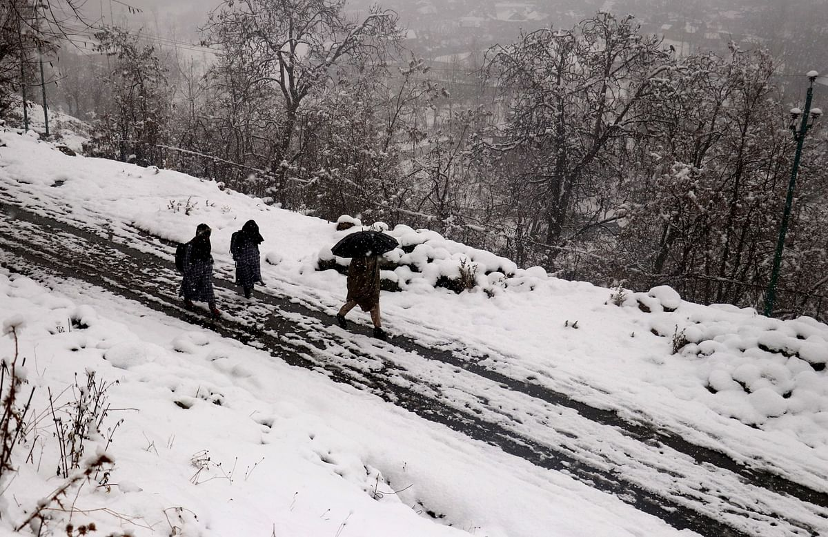 Snowfall, rains in Kashmir for second day