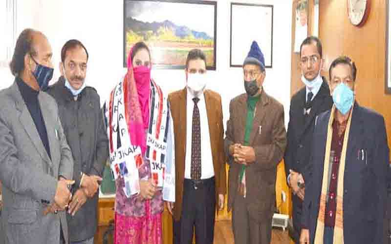 Political activists from B'la, Budgam join Apni Party