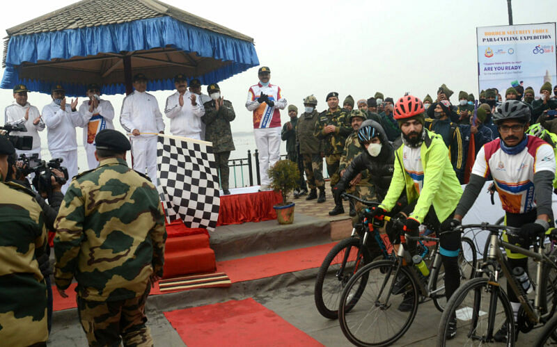 Para cyclists embark on journey from Kashmir to Kanyakumari