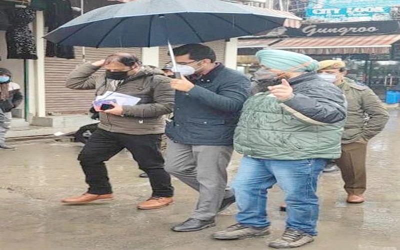 DC Srinagar reviews Urs arrangements at Dastgeer Sahib (RA) shrine