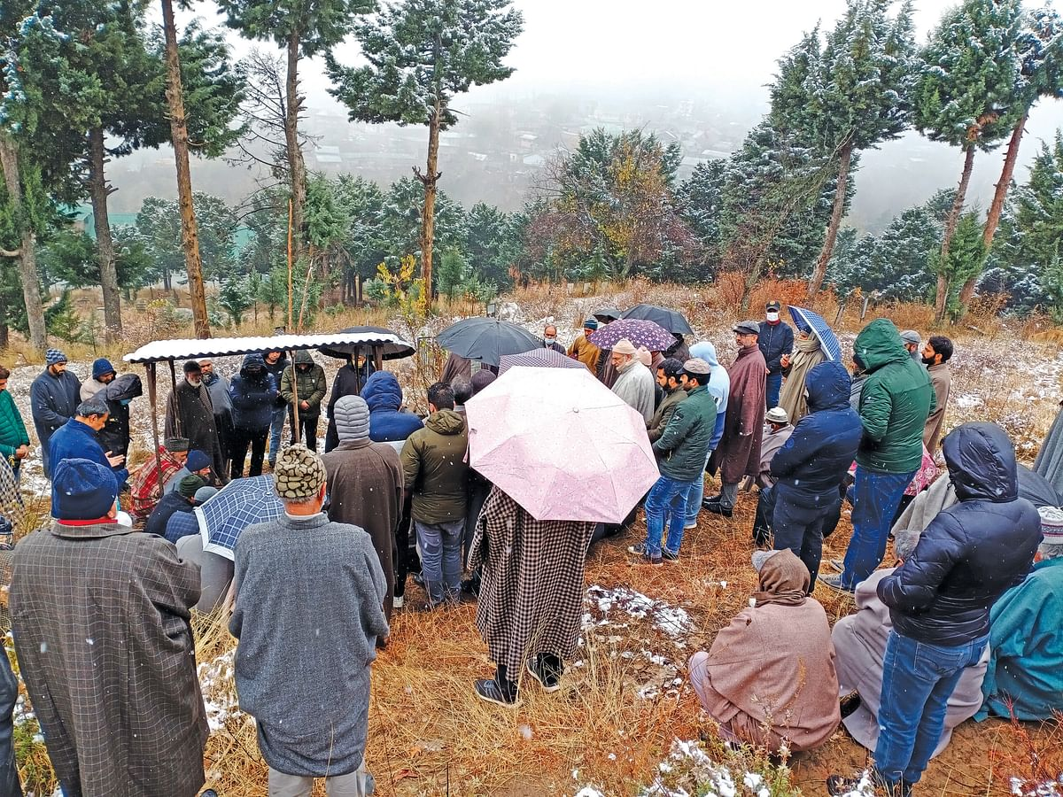 People in large numbers attend Muddasir's Chahrum