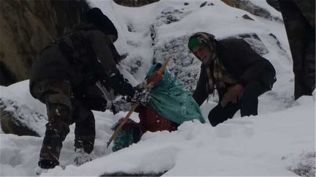10 civilians trapped at Sinthan Top rescued