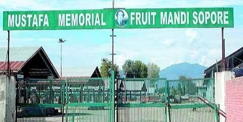 Fruit mandi Sopore shuts to extend support to farmers' Bharat Bandh call