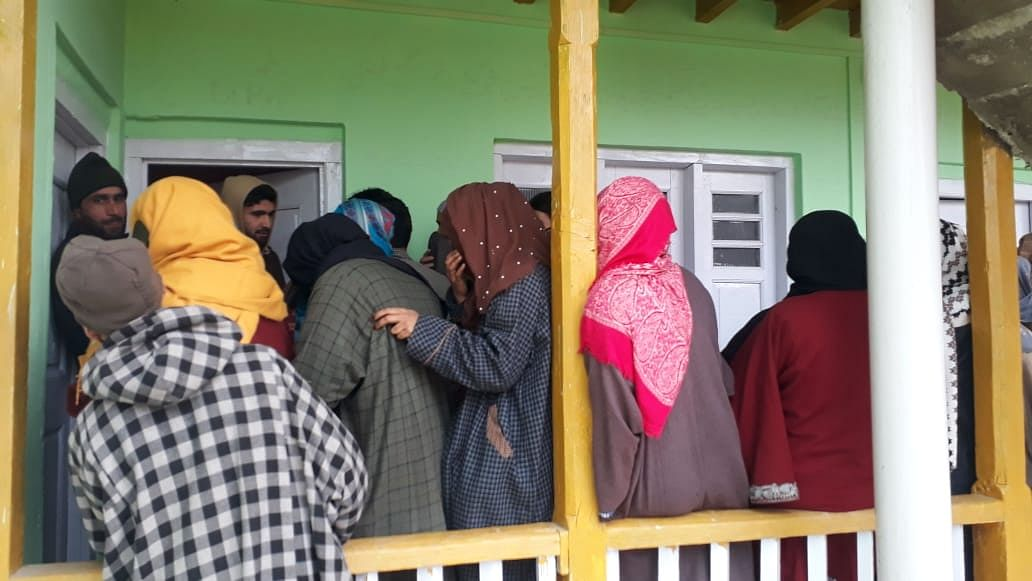 Bhadarwah votes amid cold, tight security