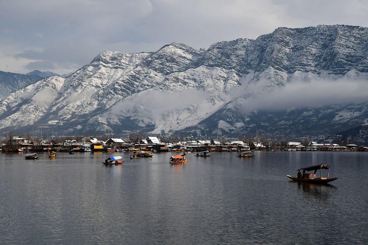 Mercury falls in Kashmir amid wet weather forecast
