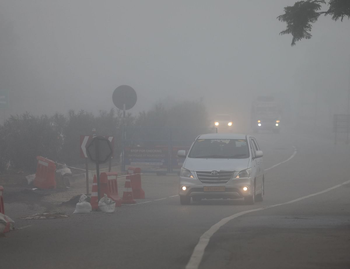 Fog affects life in J&K amid intense cold wave