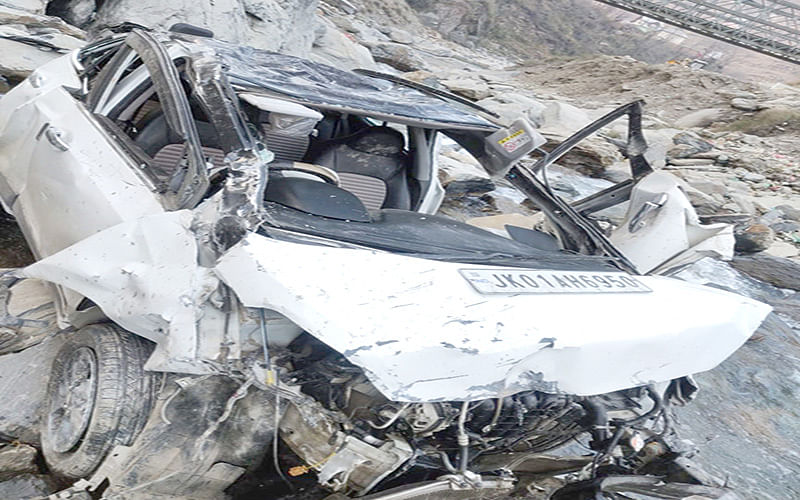 Policeman dies in highway accident
