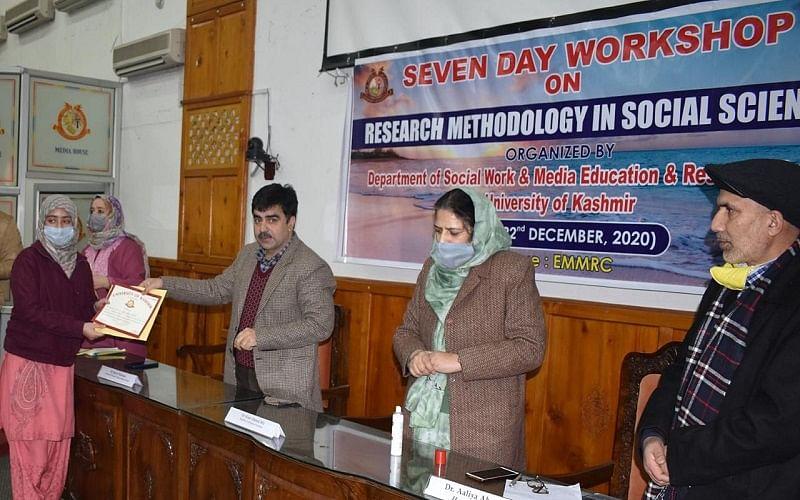 Week-long workshop on research methodology concludes at KU