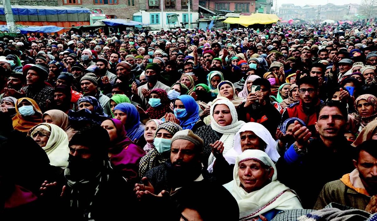 Friday following Urs | Thousands pay obeisance at Dastgeer Sahib (RA) shrines