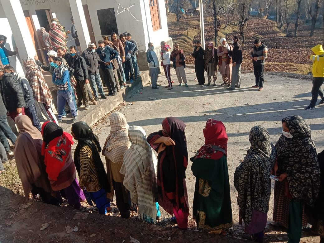 43% votes polled till 1 pm in 3rd phase of J&K DDC polls