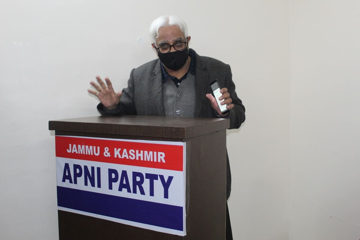 Bakaya chairs Apni Party workers' meet post DDC results