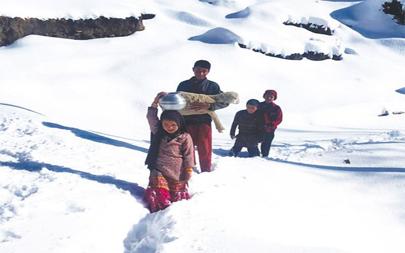 Season's first snowfall brings cheers to Bhadarwah