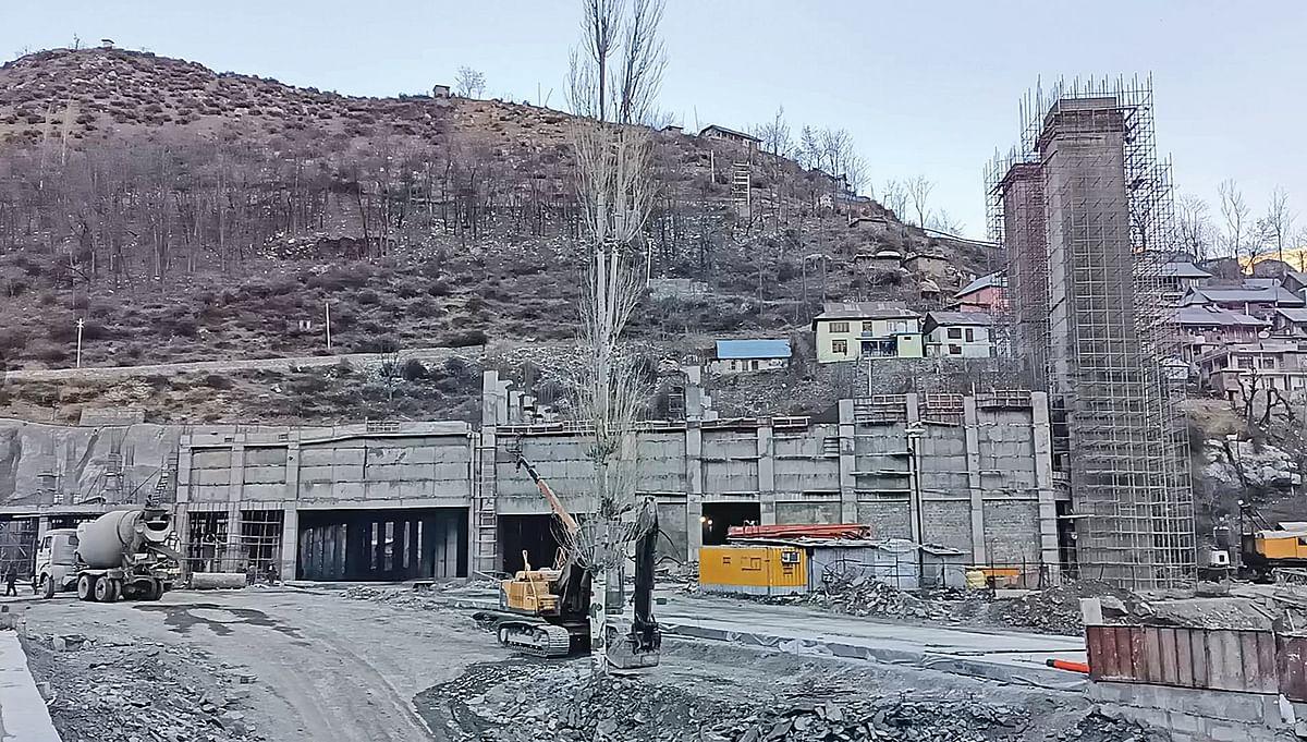 4-lane Qazigund-Banihal tunnel nears completion