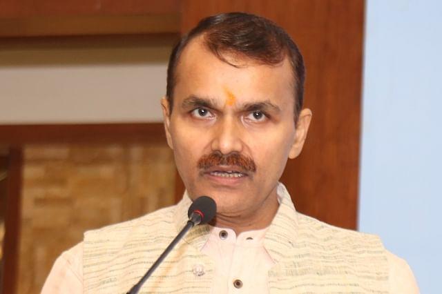LG's Principal Secretary checks facilities for Amarnath yatris