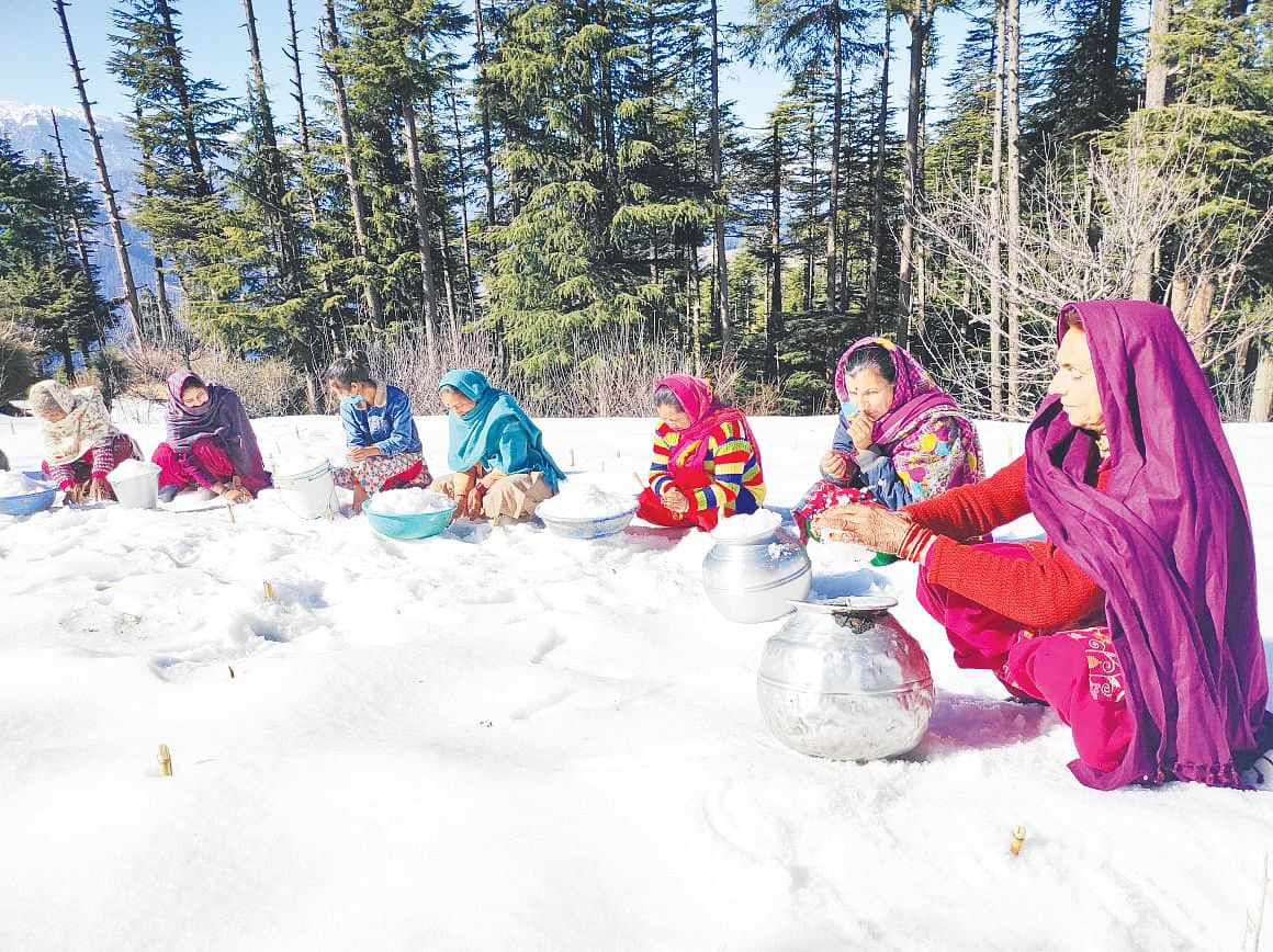 Frozen pipes plunge Bhadarwah village into water crisis