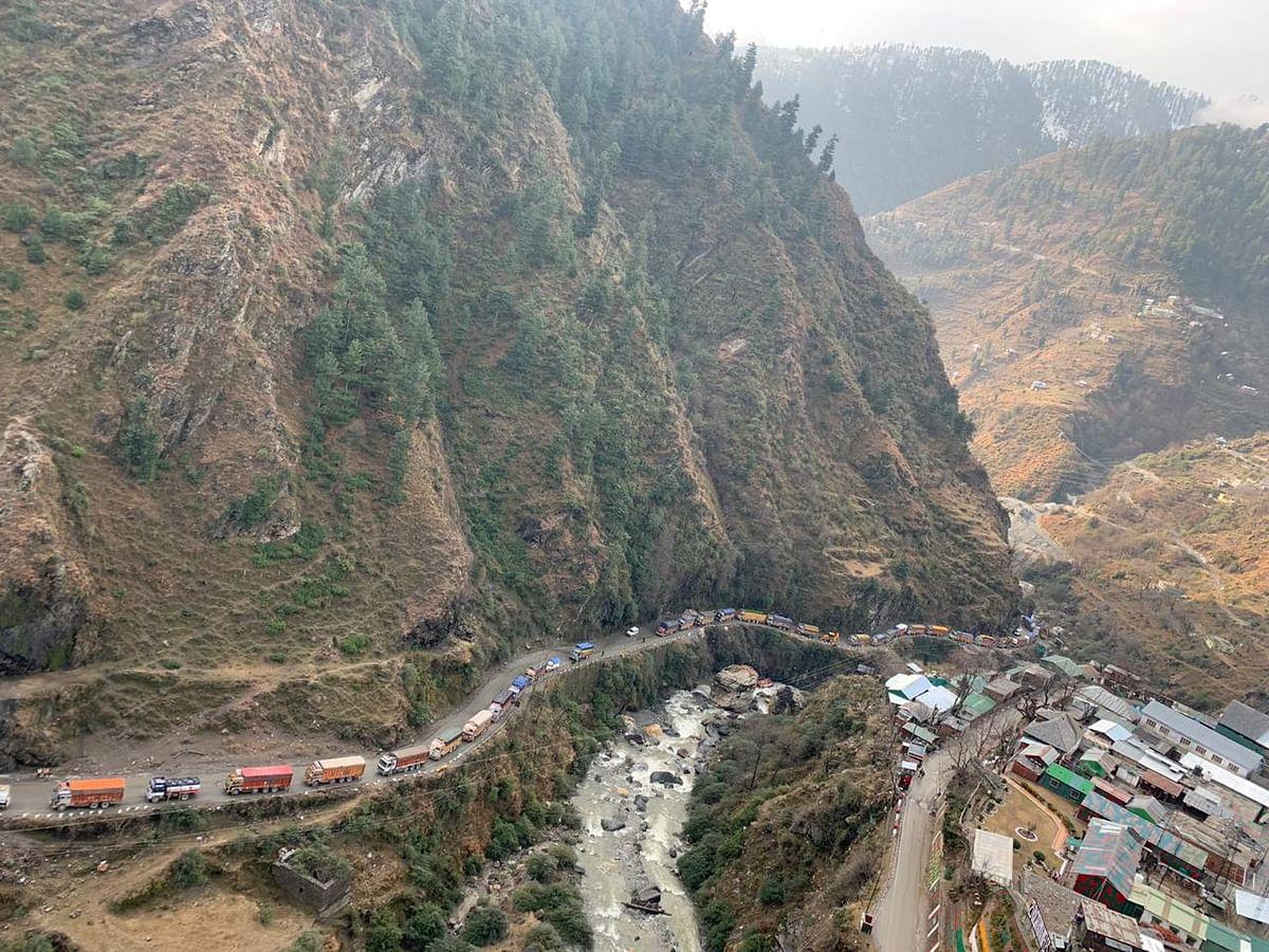 Traffic resumes on Srinagar-Jammu highway