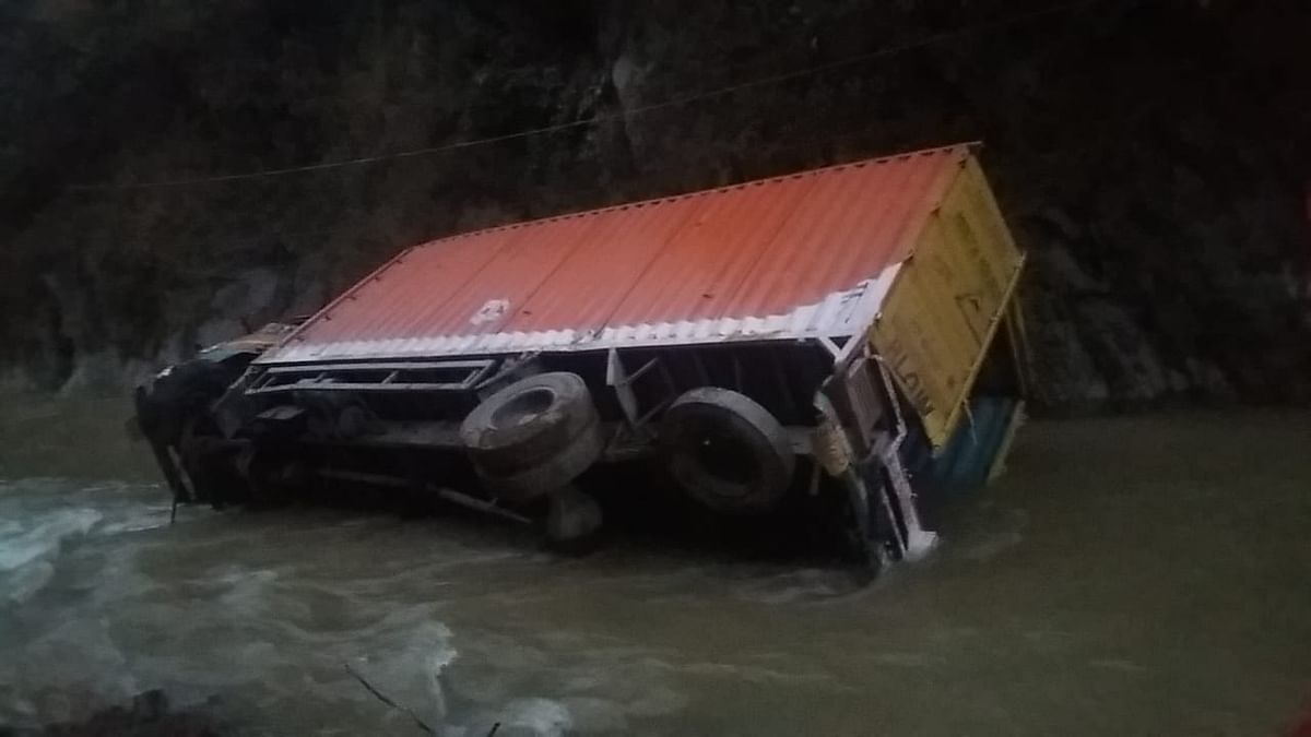 Driver among two missing, another rescued as truck rolls down into stream in J&K's Ramban