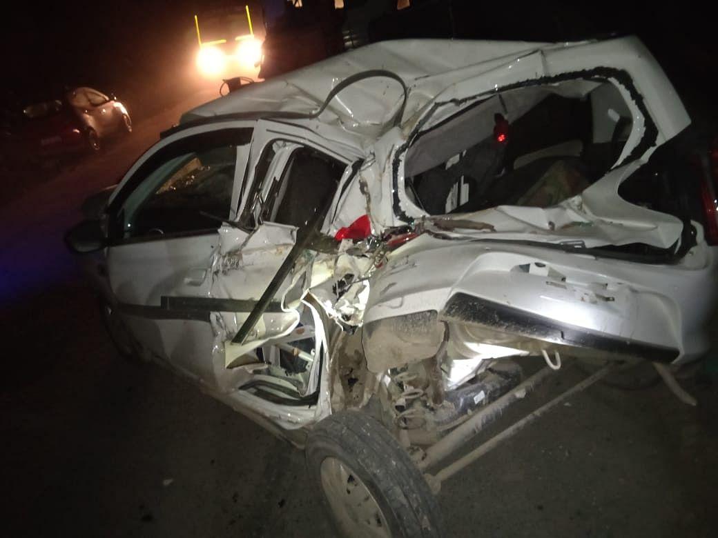Speeding dumper runs into parking space near Ramsoo, five vehicles damaged