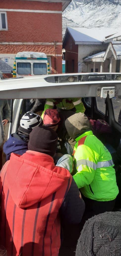 Kupwara duo found dead inside stranded vehicle on Srinagar-Jammu highway; cold suspected as cause of death