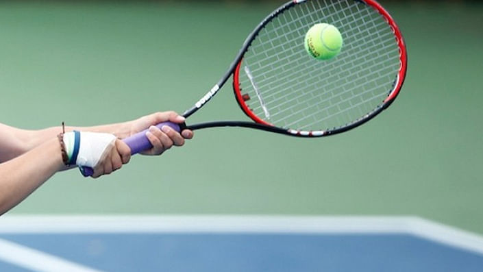 Osaka, Halep advance to 2nd round in Madrid