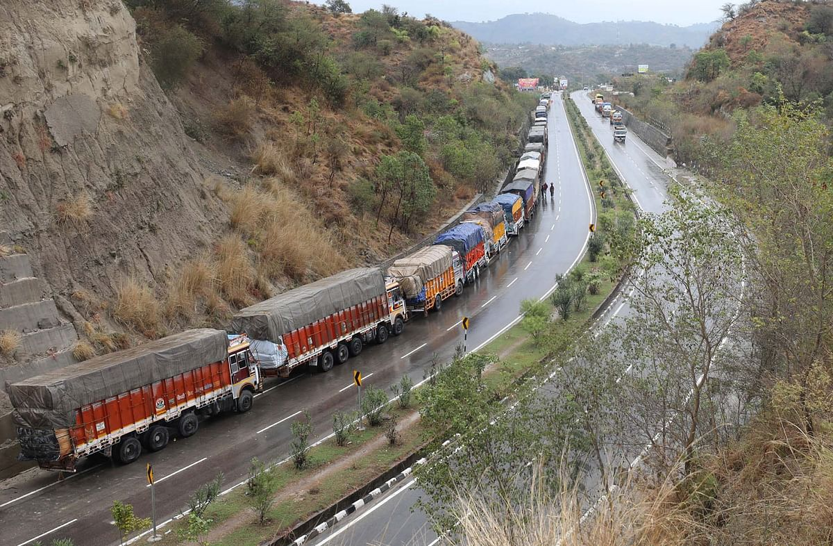 Apple growers fear losses due to weekly closure of national highway