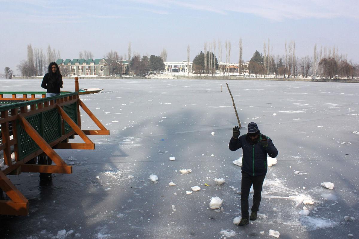 Srinagar shivers at minus 7°C as mercury dips across Kashmir