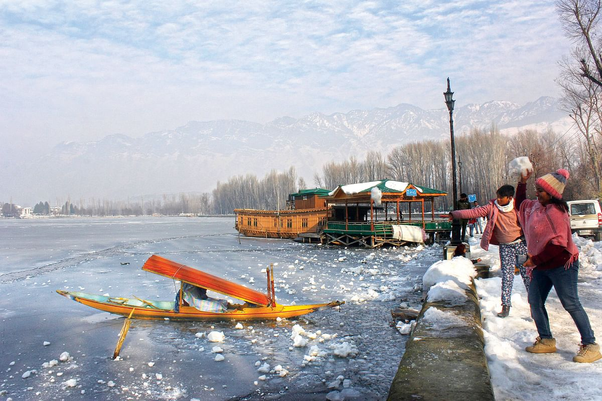 Srinagar shivers at minus 5.2°C as cold wave returns to valley