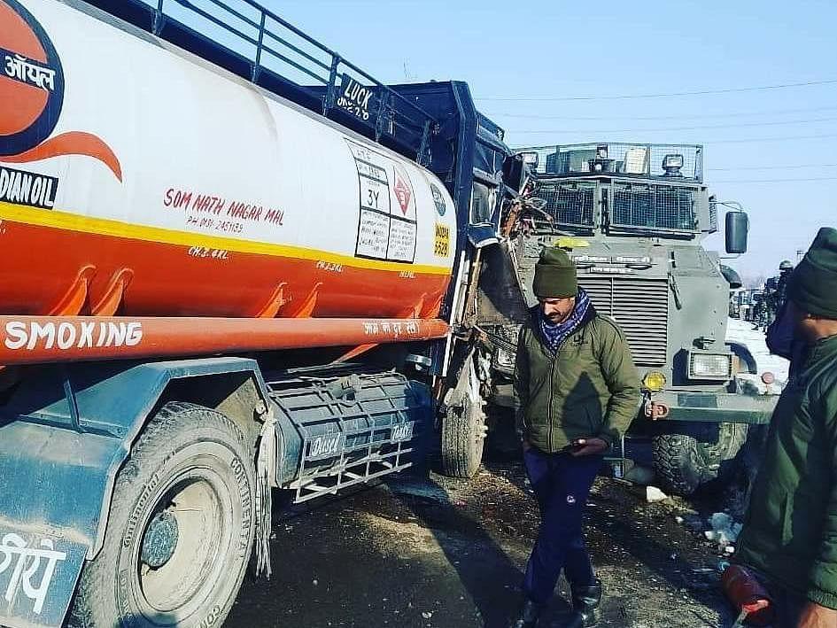 Three CRPF personnel, civilian  injured in Qazigund road mishap