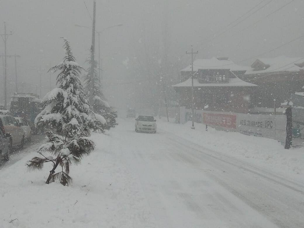 Snow in valley, rain in Jammu