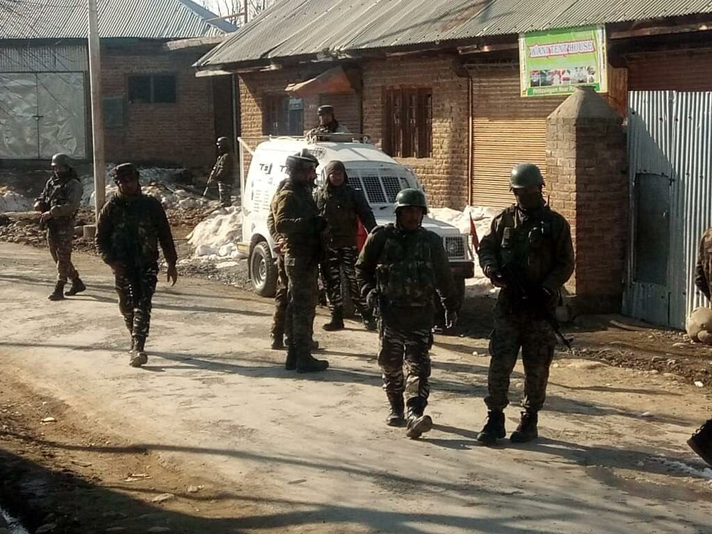 Cop killed, another injured in ongoing gunfight in Beerwah in central Kashmir