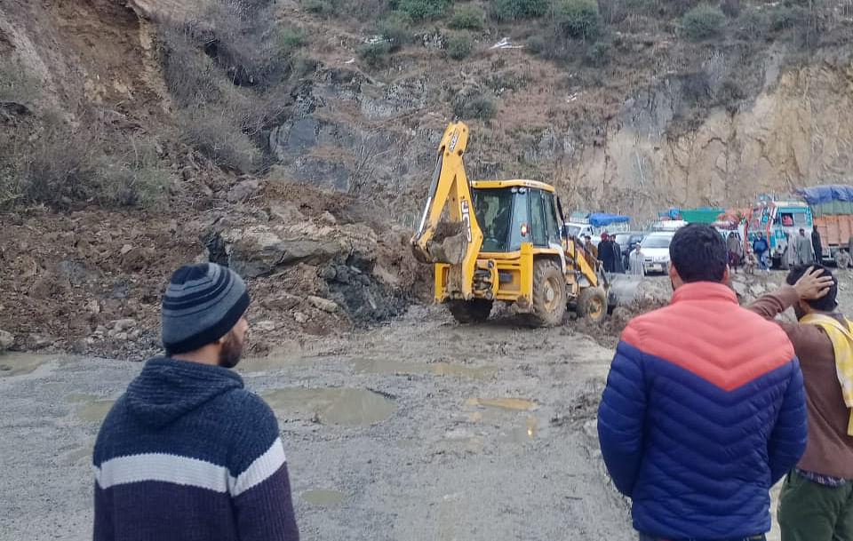Traffic movement restored on Srinagar-Jammu highway after landslides in Banihal