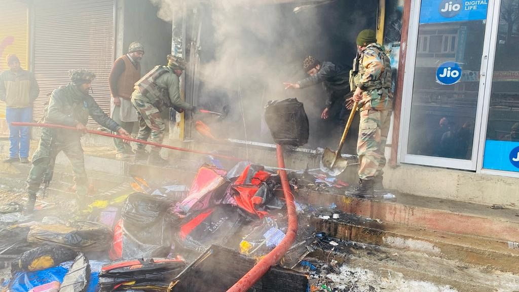 Car accessories shop gutted in fire mishap in central Kashmir's Kangan