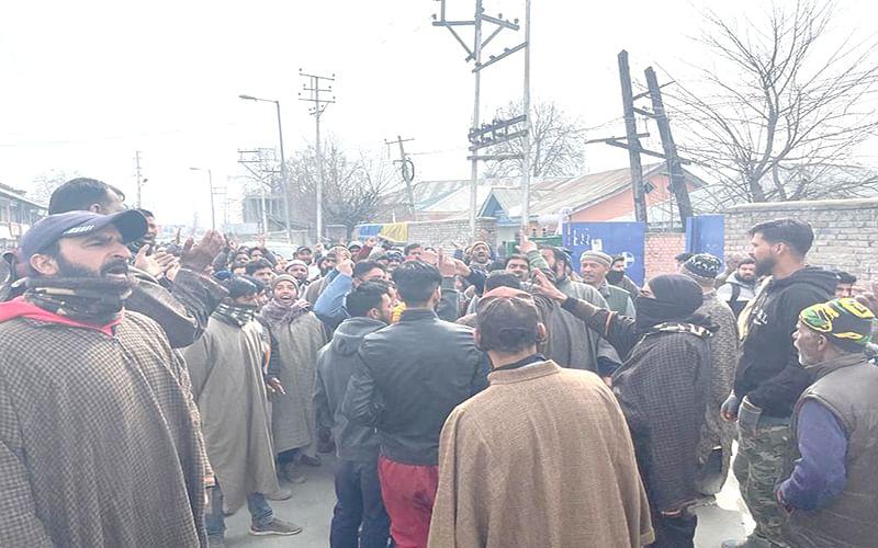 Street vendors protest in Sopore
