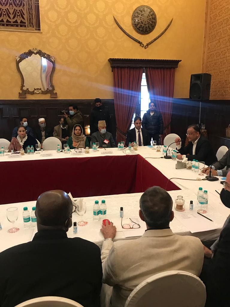 Visiting EU delegation meets SMC Mayor, local governance representatives in Srinagar
