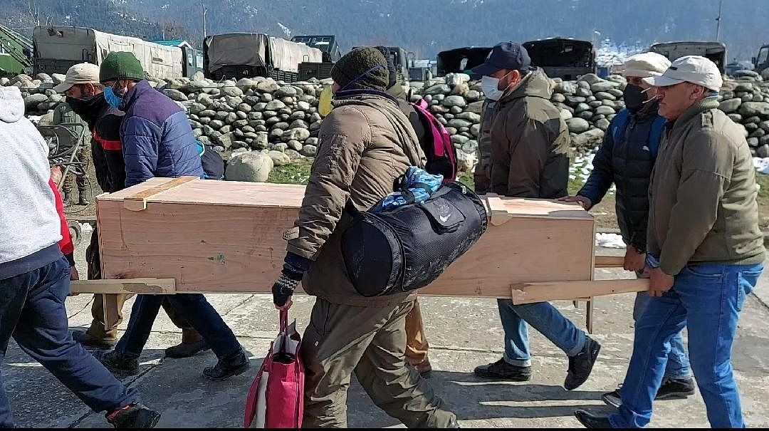 Body of BDO who died on duty in snowbound Gurez airlifted to Bandipora after two days