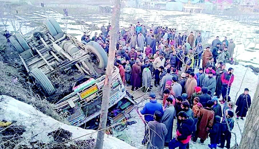 8 injured in Budgam bus accident
