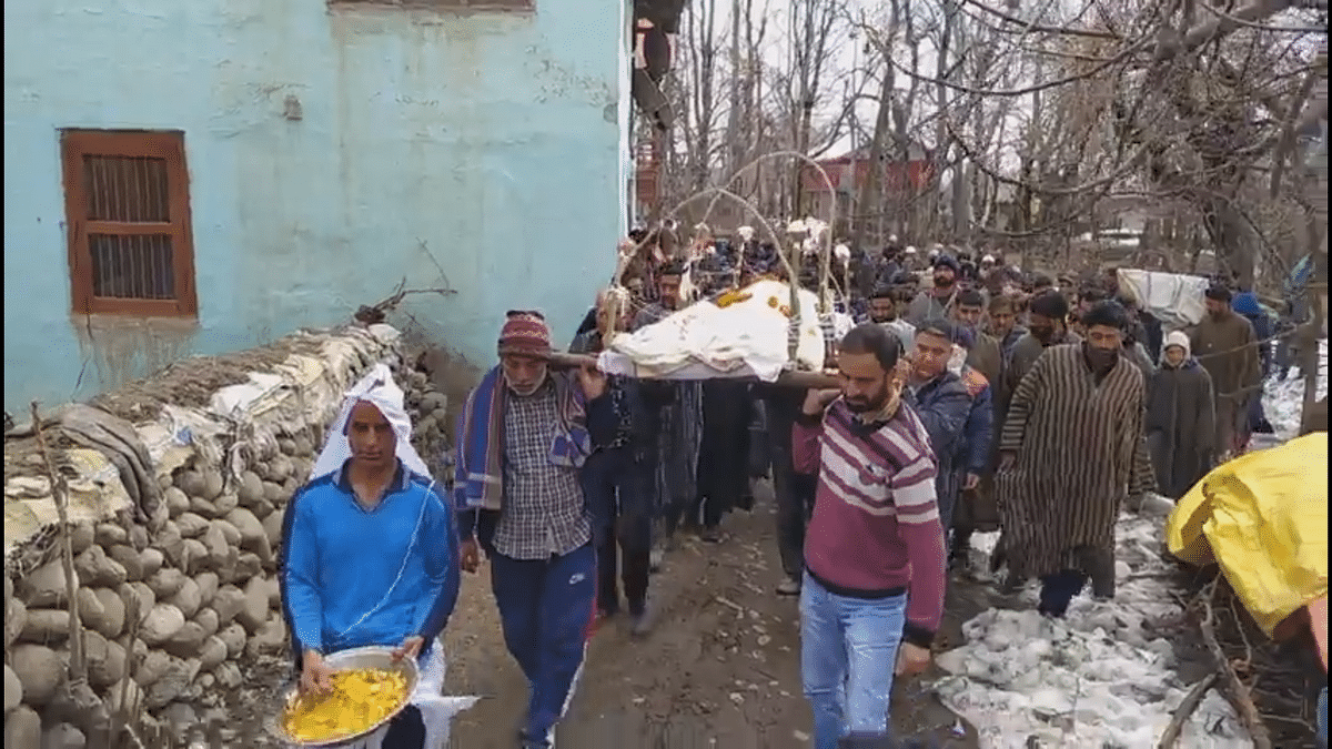 Muslims uphold communal harmony, perform last rites of fellow Hindu villager in south Kashmir