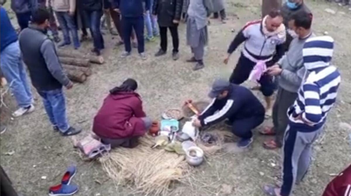 'True brotherhood': Muslims perform last rites of Kashmiri Pandit in Ganderbal