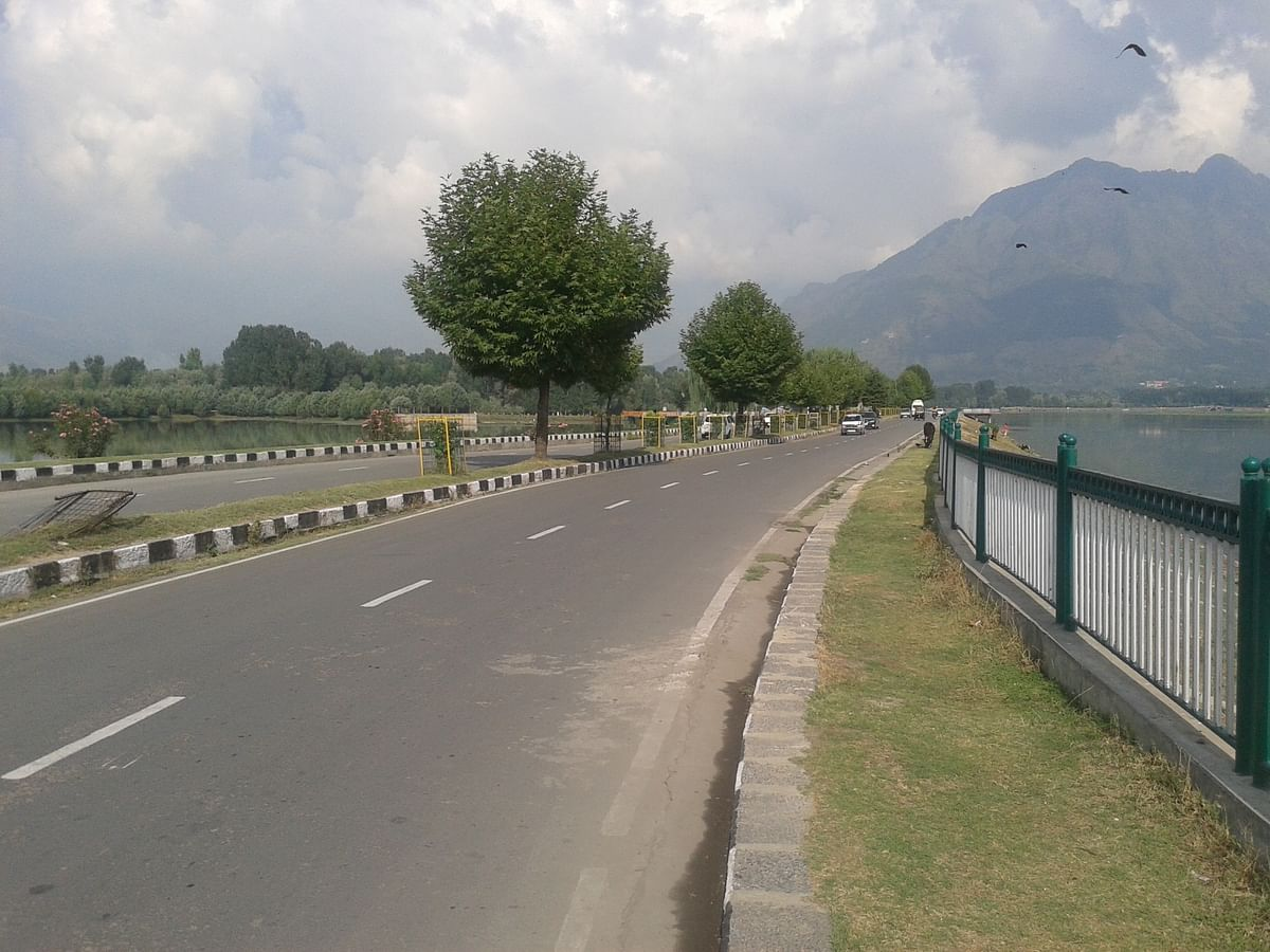 Come up with plan on Ring Road all around Dal Lake: HC tells LAWDA