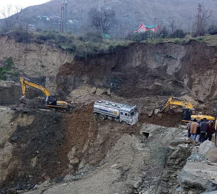 Mudslide in Banihal shuts Jammu-Srinagar highway