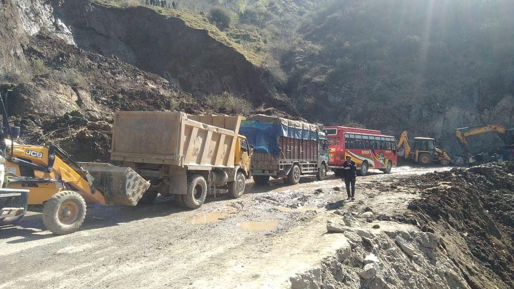 Vehicular traffic restored on Srinagar-Jammu highway after eight hours