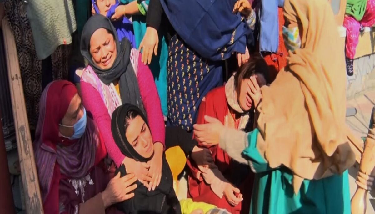 Srinagar youth found dead at his apartment in Delhi; family alleges murder